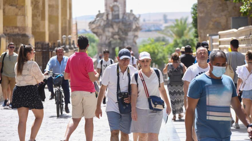 La cifra de turistas se duplica en julio, pero no llega a los niveles del 2019