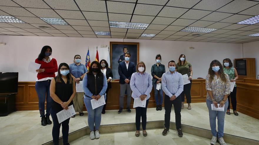El Ayuntamiento de Torrevieja refuerza su plantilla con diez jóvenes desempleadas a través del programa Emcorp