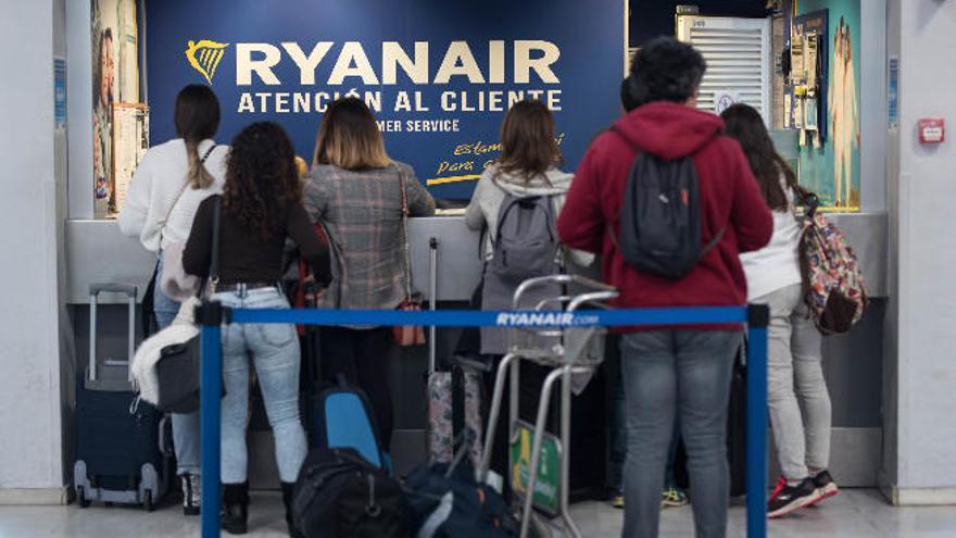 El conflicto por el cierre de las bases de Ryanair en las Islas llega a los tribunales