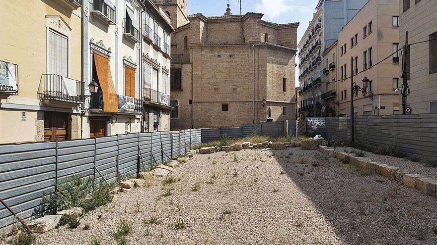 Las Corts avanza en el concurso de ideas para reordenar la plaza del Salvador de València