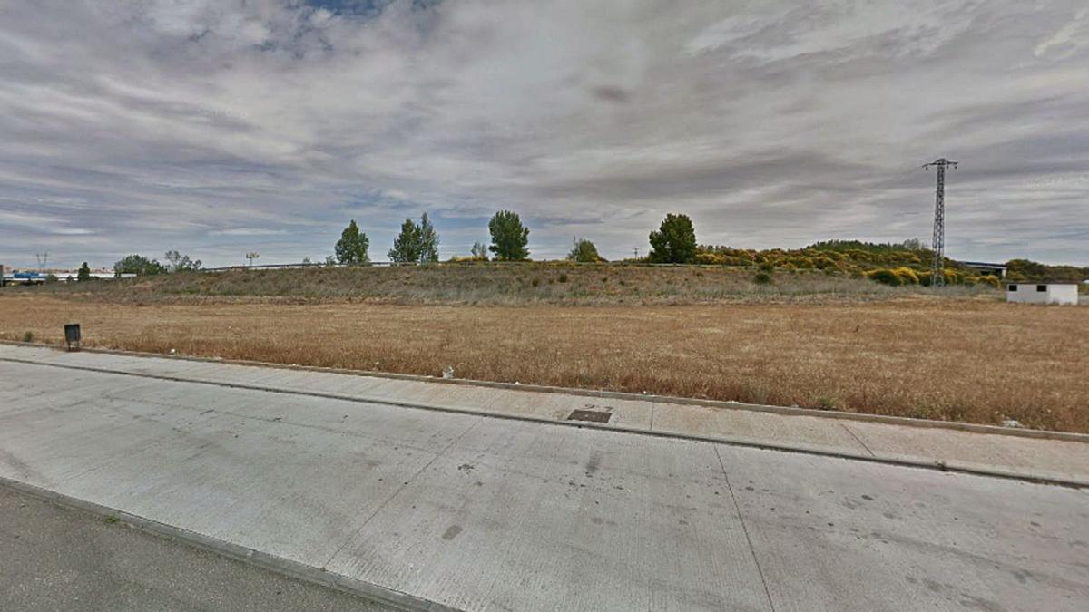 Zona donde se tiene prevista la instalación de una nueva estación de servicio, en la Cañada Real Berciana. | E. P.
