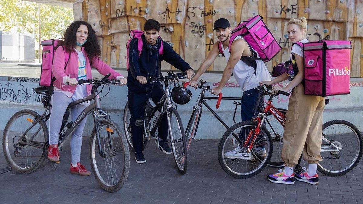 Los protagonistas de la serie 'Riders'.