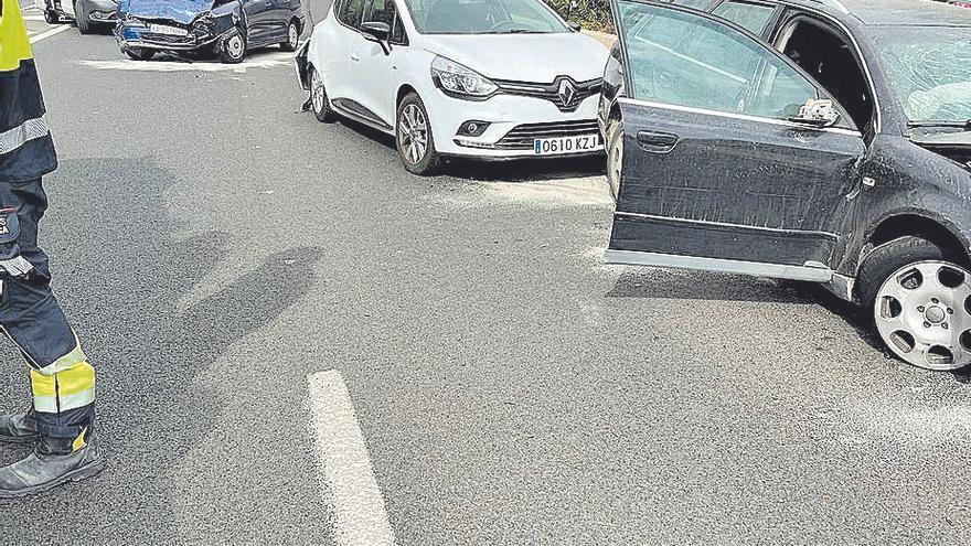 Al menos dos heridos graves en una colisión múltiple de tres coches en la autopista de Andratx