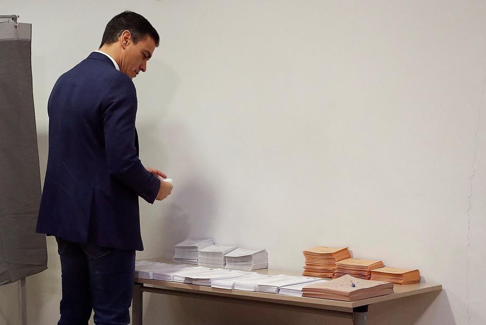 Pedro Sánchez votando