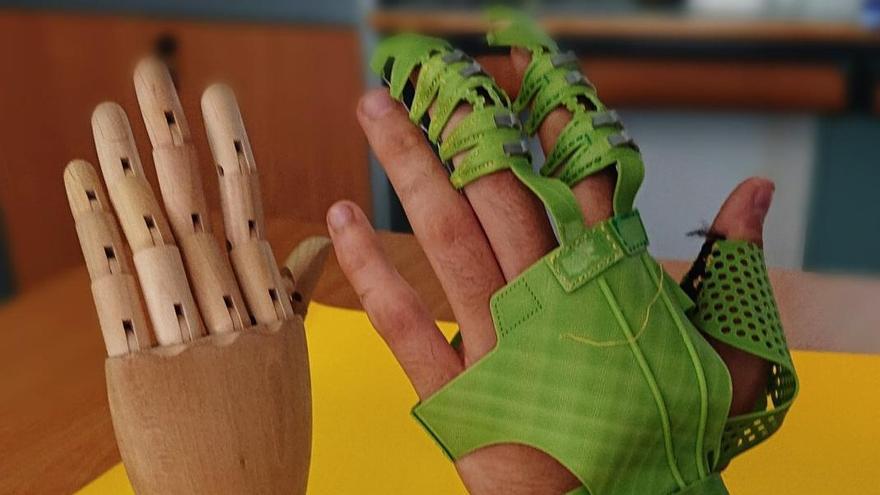 La UA patenta un exoguante robótico para mejorar la vida de personas con problemas de movilidad en la mano