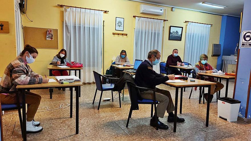 El curso en el aula de adultos entra en el último trimestre