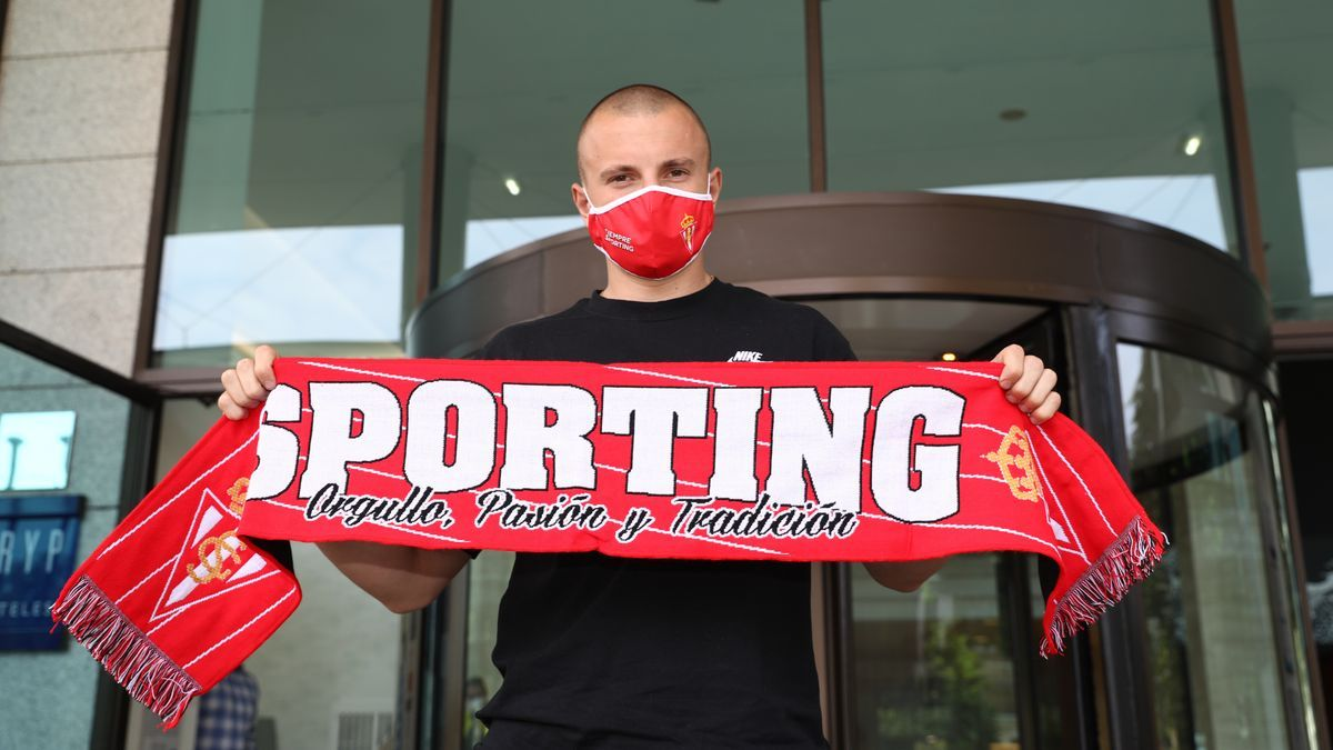 La llegada de Vasyl Kravets, nuevo fichaje del Sporting, en el hotel TRYP
