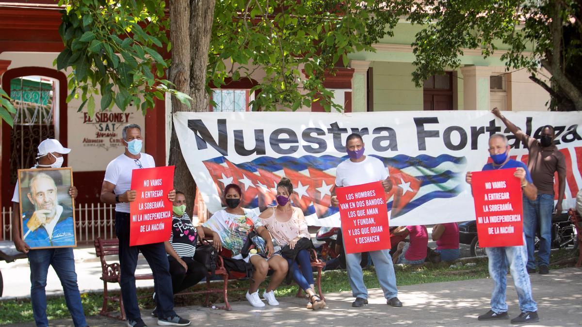 Simpatizantes del gobierno cubano en San Antonio de los Baños