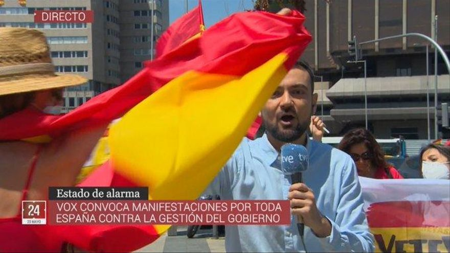 El difícil momento de un periodista de TVE en la manifestación de Vox