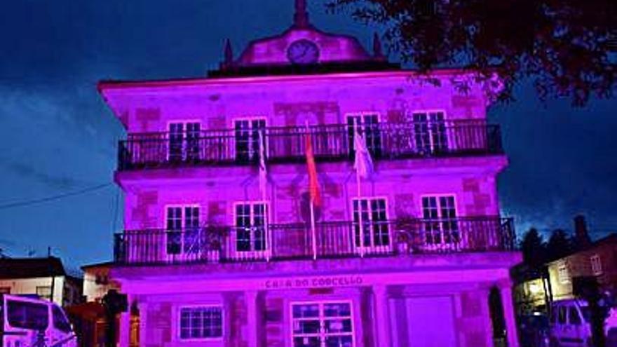 Agolada se ilumina de rosa contra el cáncer de mama