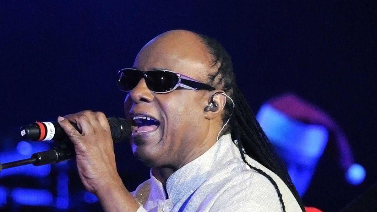 Stevie Wonder se va a Ghana a vivir por la agitación política en EEUU