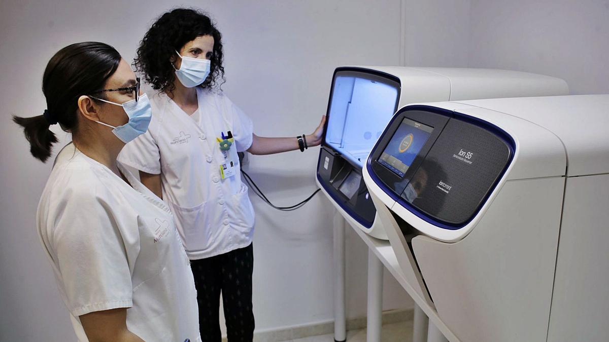 Máquinas de secuenciación del virus en el Hospital Virgen de la Arrixaca.