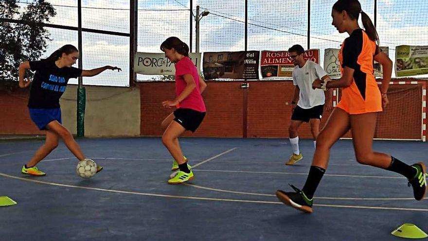 Arrelar els joves amb el futbol sala
