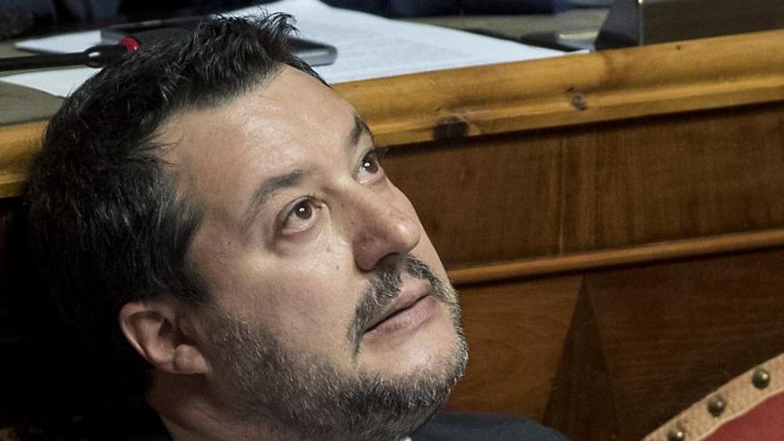Las 'sardinas' empiezan el pulso a Salvini por Roma