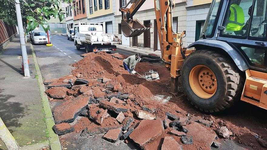Urbanismo descarta el riesgo de desplome de la calle Lucas Vega