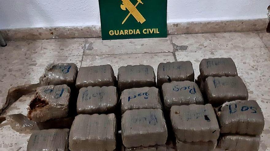Hallan 29 fardos de hachís en el fondo marino de la cala Sardinera de Xàbia