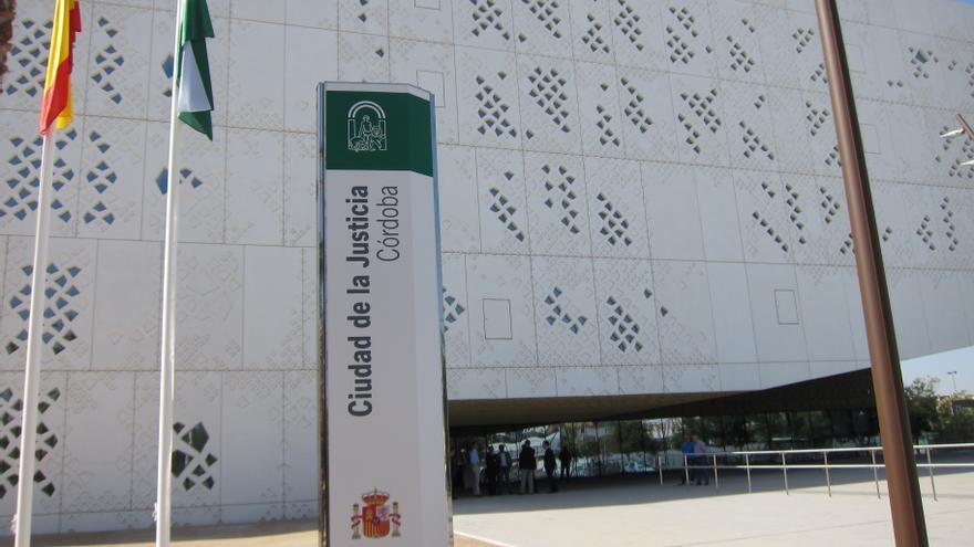 A juicio el director de banco acusado de estafar 100.000 euros en la venta de una finca