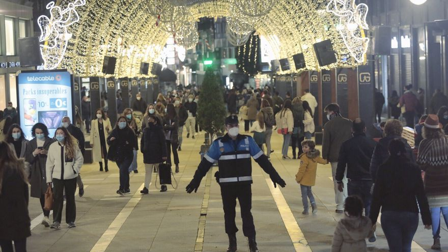 ¿Hay riesgo de contagio por las aglomeraciones en las calles de Asturias? Los expertos advierten: la región se encamina a un</noscript></p> <ul> <li><a href=
