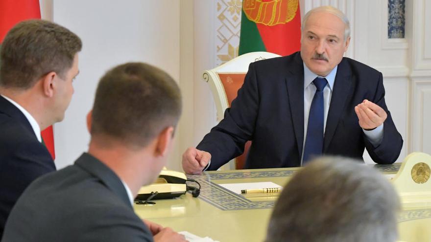 Lukashenko no cede el poder pese a la presión de la calle