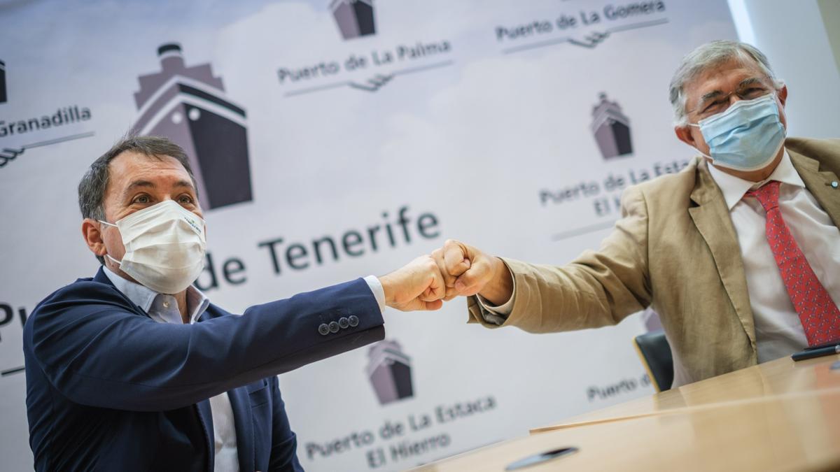 El alcalde de Santa Cruz y el presidente de Puertos de Tenerife refrendan el convenio para mejorar las zonas de baño de Valleseco.