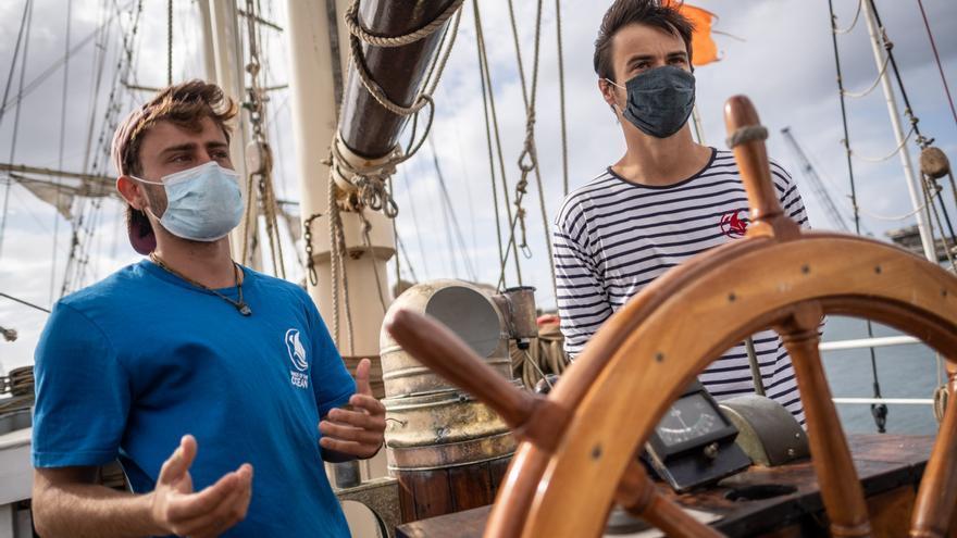 Visita a Tenerife del velero de la ONG medioambiental 'Wings of the Ocean'