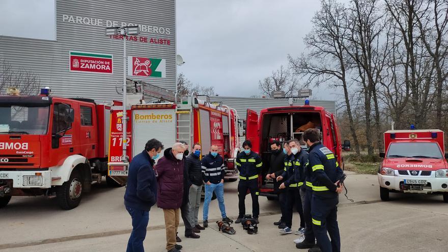 Los bomberos de Aliste reciben nuevo material de excarcelación