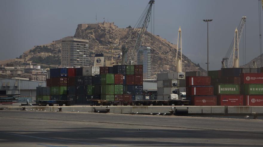 El puerto de Alicante pierde un 11% de su movimiento de carga desde enero