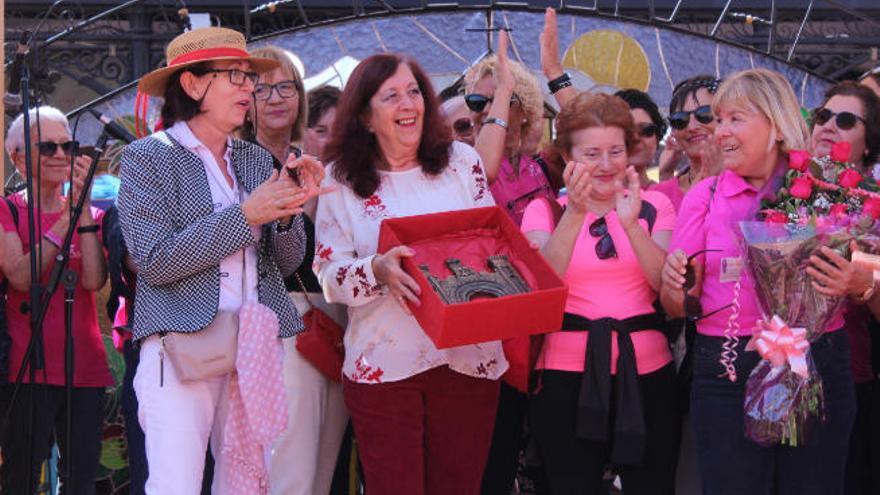 La Recova premia a María del Carmen Bonfante, presidenta de Amate