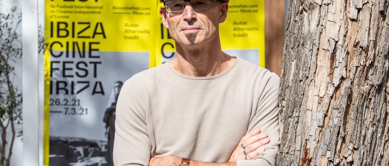 El director austriaco, ayer en el barrio de la Marina de Ibiza. Vicent Marí