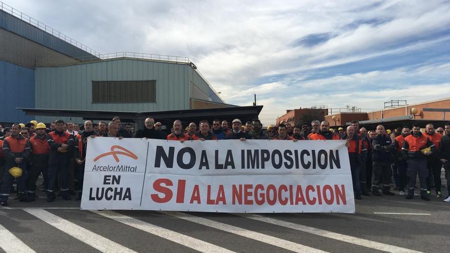 Los trabajadores de ArcelorMittal en Sagunt pararán dos horas por turno en protesta por el último ERTE