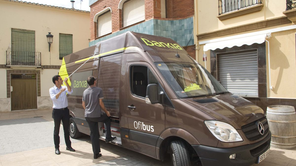 Un oficina móvil de Bankia en Algimia de Alfara, en una imagen de archivo