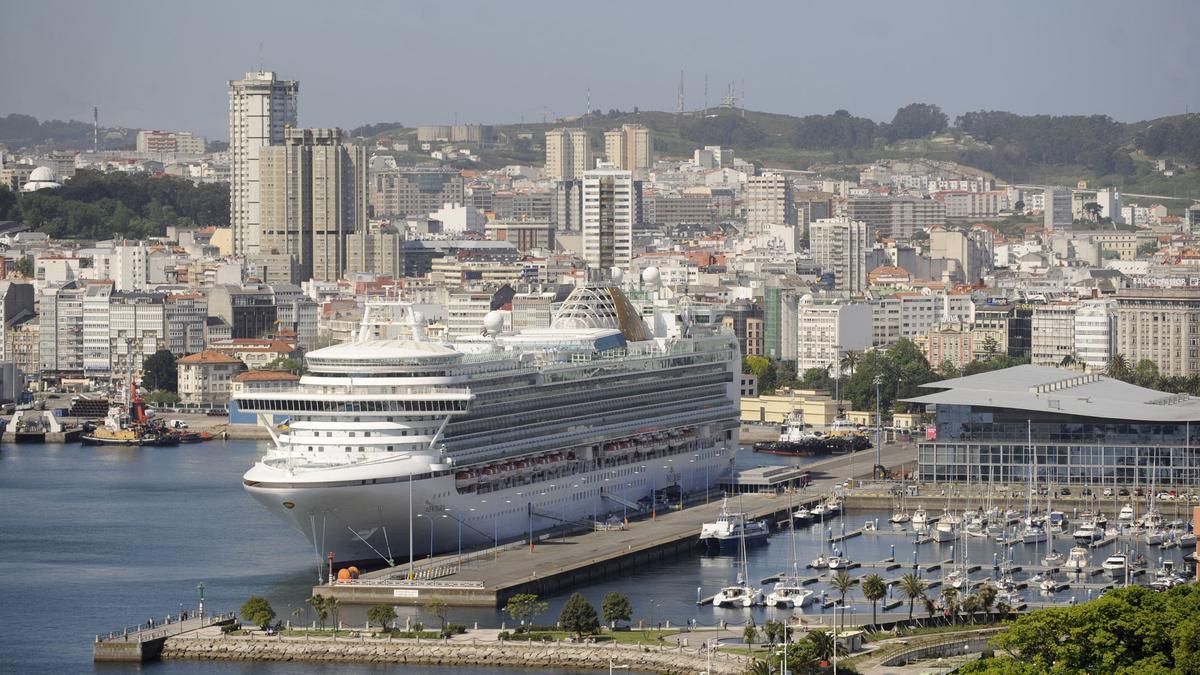 Un crucero, en el muelle de Trastlánticos de A Coruña