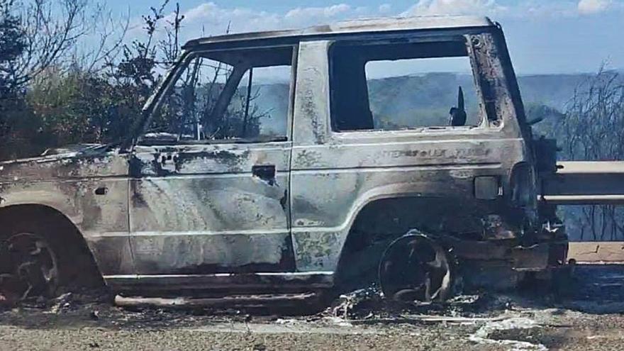 El incendio de un coche en la A-52 obliga a cortar la carretera