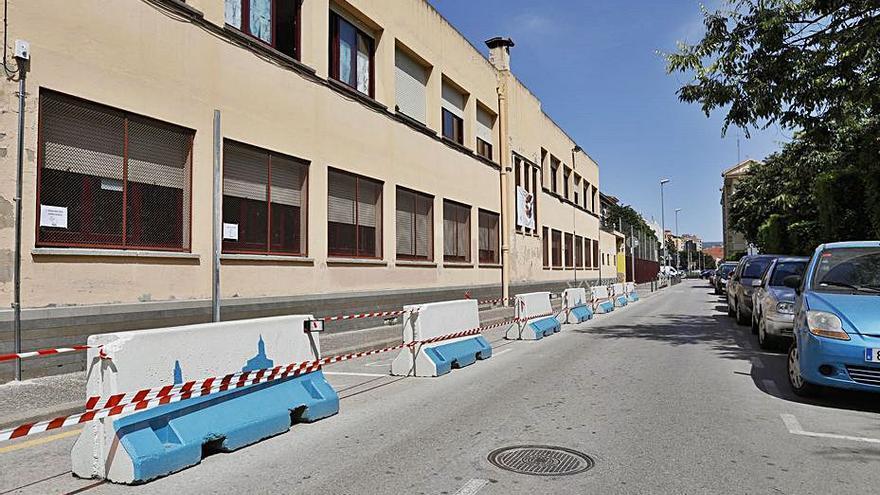 La Revolta Escolar de l'Àgora aconsegueix l'ampliació de la vorera de davant del centre