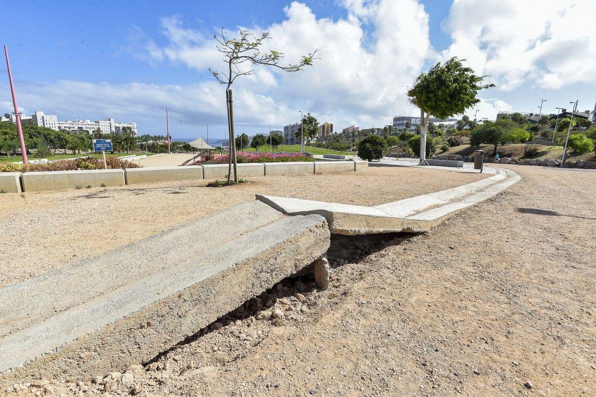 Zonas en mal estado en el parque del barranco de La Ballena