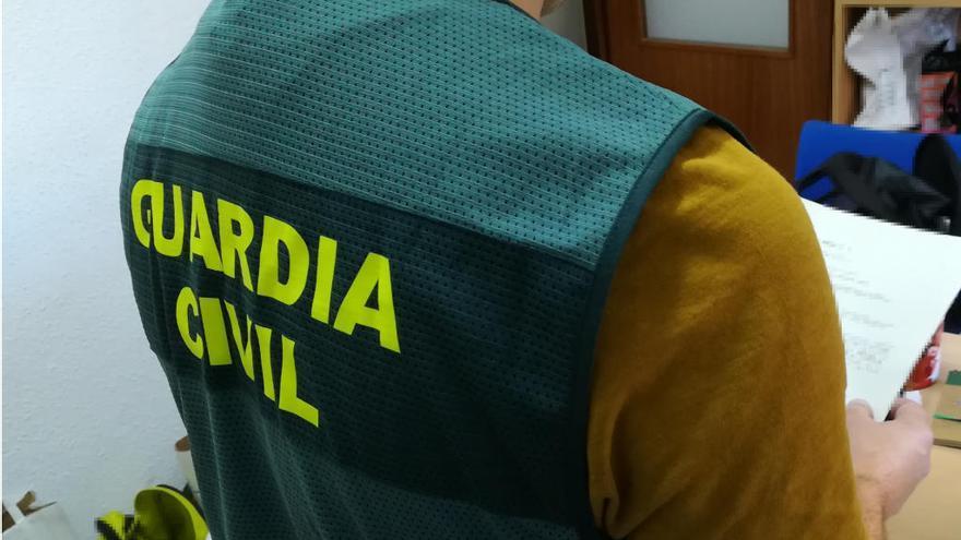 La Guardia Civil investiga a presos de Topas por fingir falsas parejas de hecho