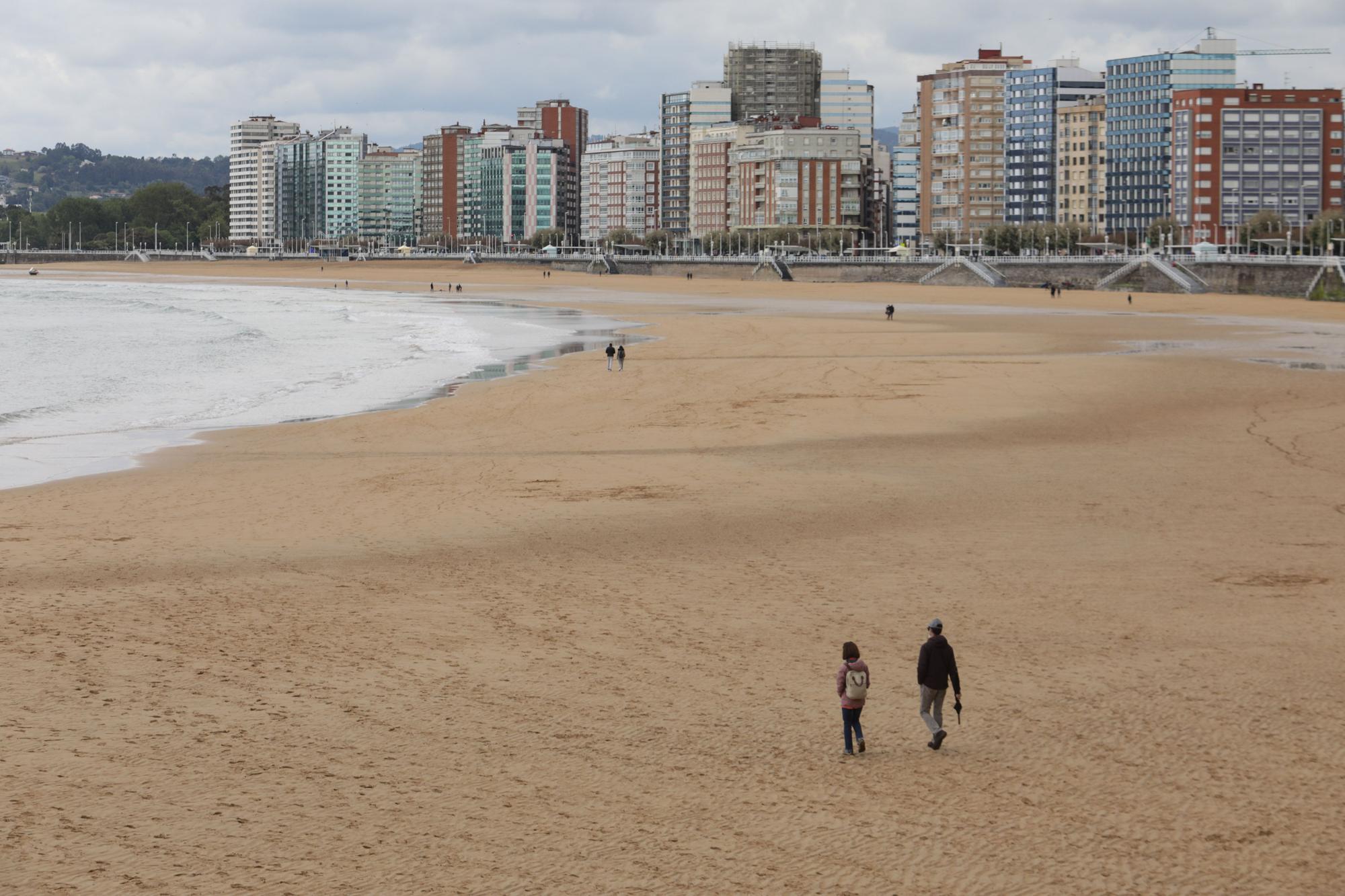 Gijón da inicio a su temporada de baños