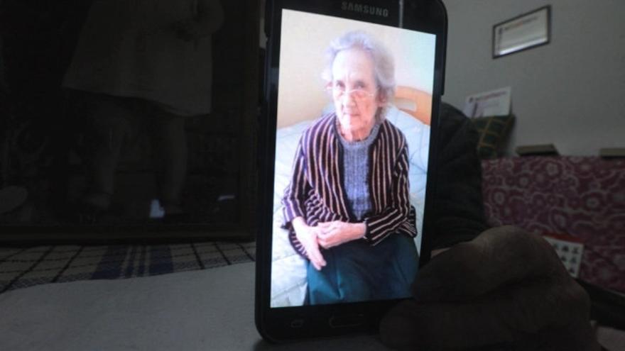 """Habla la familia de la fallecida que confundieron con una gallega viva: """"Esperaba ver a mi hermana y llegó la Rogelia"""""""
