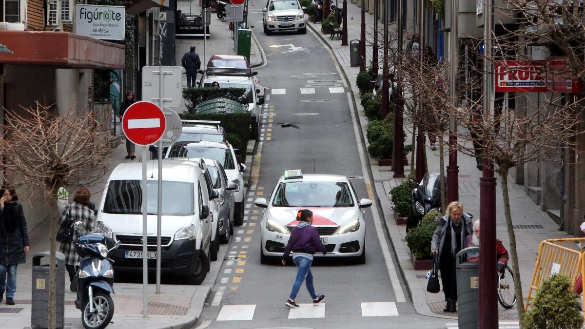 Vista del tramo de María Berdiales que cambiará de sentido de circulación a partir de mañana. // Marta G. Brea