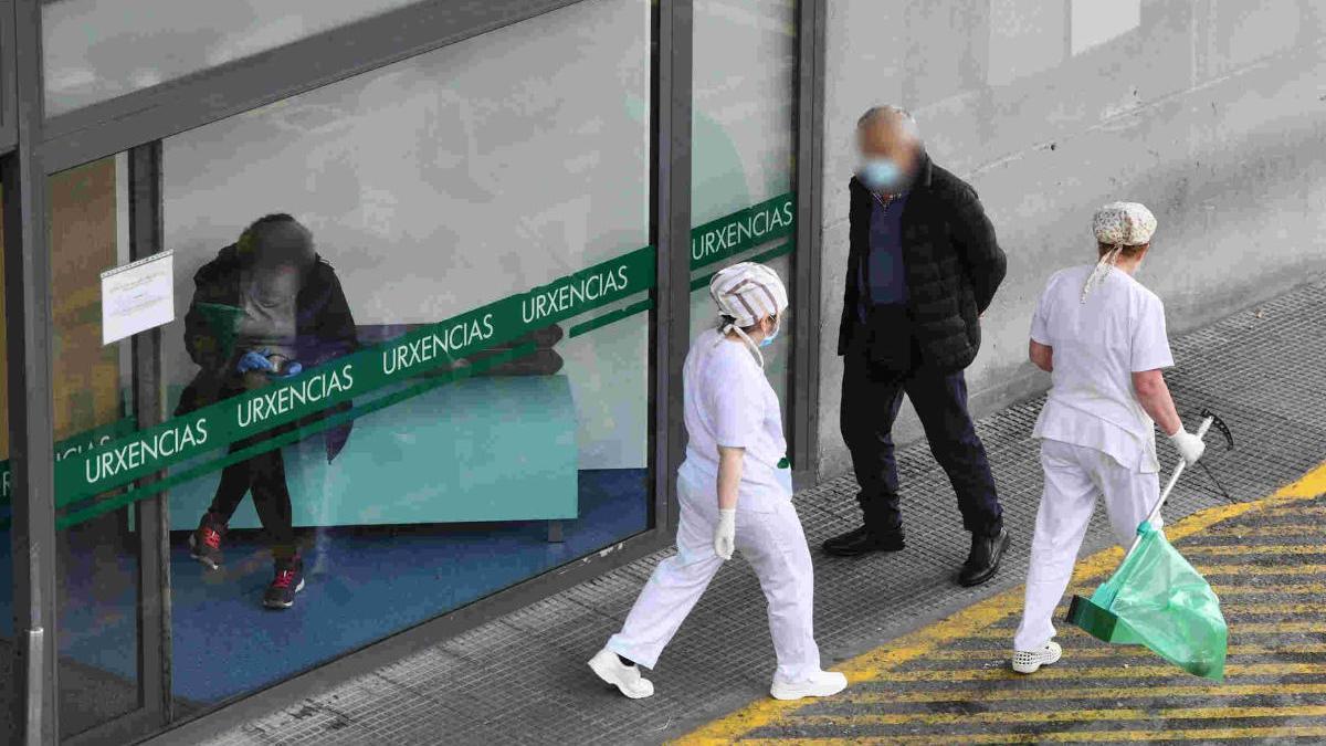 Entrada de Urgencias del Hospital Montecelo de Pontevedra. // G. Santos