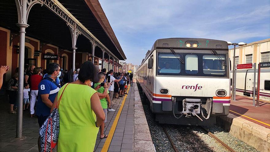 Águilas despide al Cercanías con un tren conmemorativo