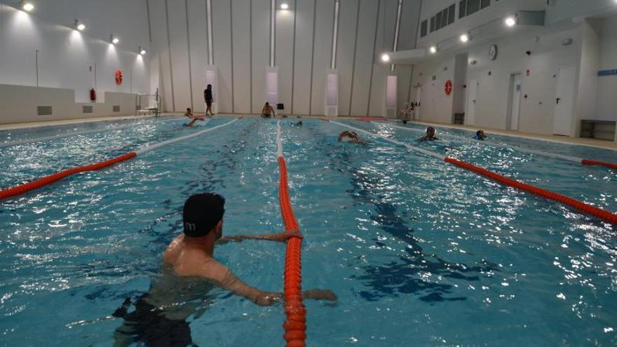 Bueu extiende el periodo de uso gratuito de la piscina ante la demora para licitar la gestión