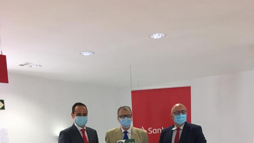Banco Santander entrega 10.000 euros a dos ONG murcianas