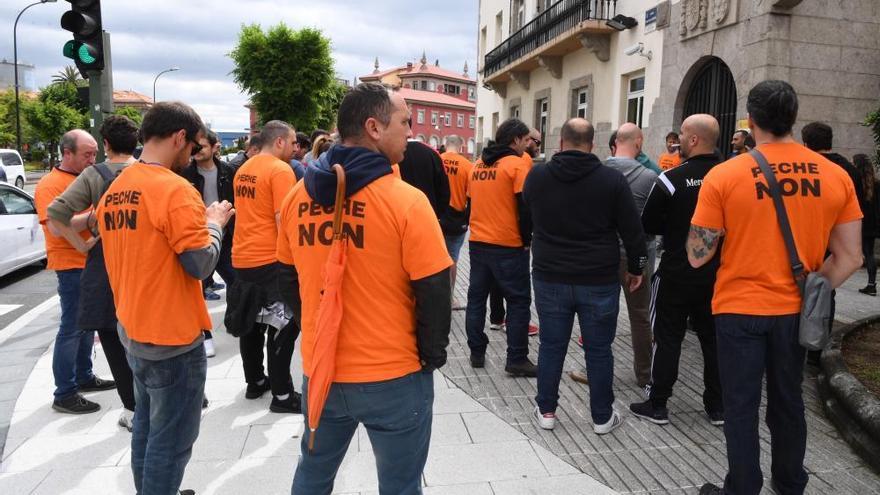 Encierro de trabajadores de Alcoa A Coruña en la Delegación del Gobierno en Galicia