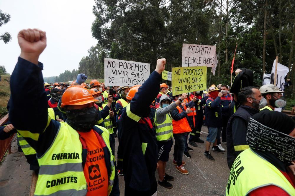 Protestas contra los despidos en Alcoa San Cibrao