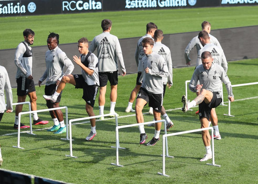 Un entrenamiento del Celta en Balaídos antes de recibir al Barça de Koeman. / R. Grobas