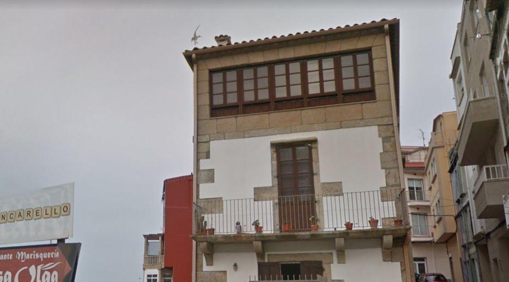 malteses 1 a guarda casa tradicional.png