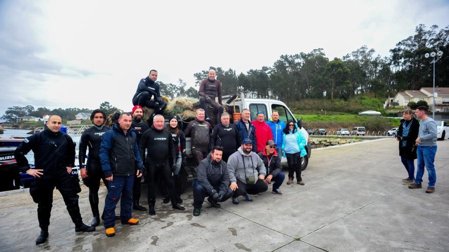 Más de 150 voluntarios participan en la limpieza de playas