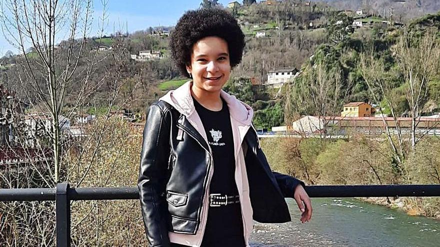 Patricia Iyamu, alumna en El Entrego, gana el certamen de carteles de San Martín