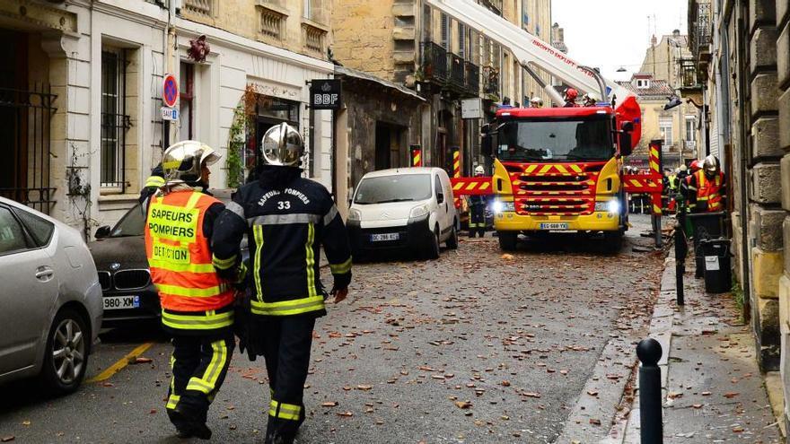 Un herido grave y una persona desaparecida tras una gran explosión de gas en Burdeos